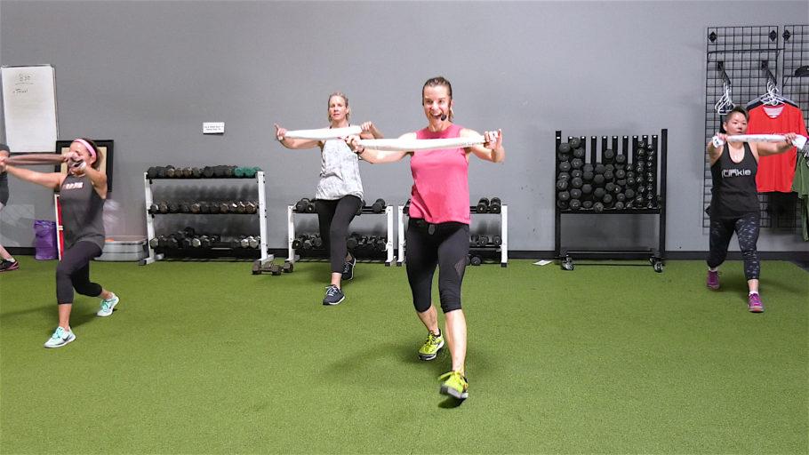 body-weight workout video online 20 Min Towel & Tone Sculpt