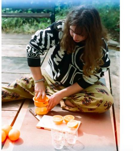 woman juicing oranges